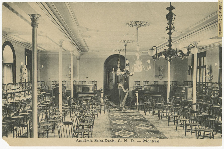 Music room at académie Saint-Denis
